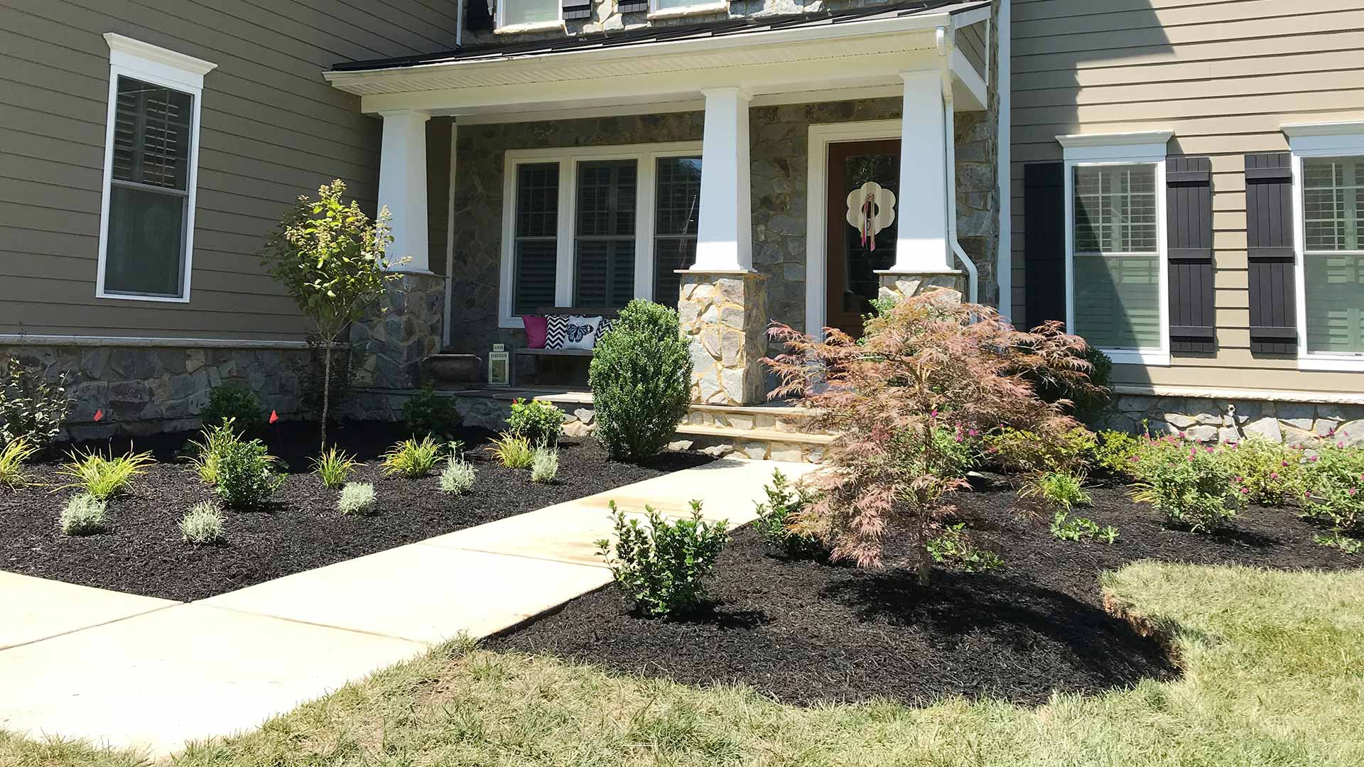 A landscape mulch bed installed at a Nokesville, VA home.